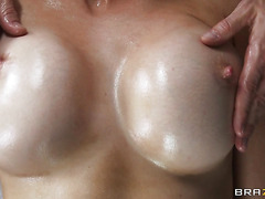 Free Tittie Massage with Eve Laurence